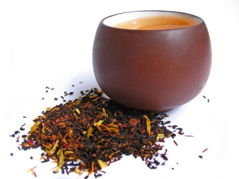 Doğal probiyotiklere göz atalım:\n\n-Yoğurt ve kefir ürünleri\n-Lahana turşusu, kimçi ya da salamura turşu.\n-Mayalanmış kambu çayı.\n-Miso (pastörize edilmemiş şekilde)
