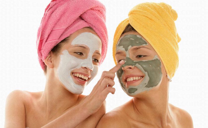 Cilt uygulamaları ile ilgili, kozmetik ve ilaç üreticileri probiyotik temizleyiciler, kremler ve maskeler geliştirdi. Konuyla ilgili daha fazla araştırmaya ihtiyaç olmasına rağmen ev yapımı alternatifler de, cilt sağlığı için faydalı olabilir