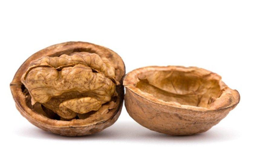 CEVİZ: Ceviz bol miktarda Omega-3 içeriyor. Çiğ tüketildiğinde ağrı ve iltihabı azaltabiliyor