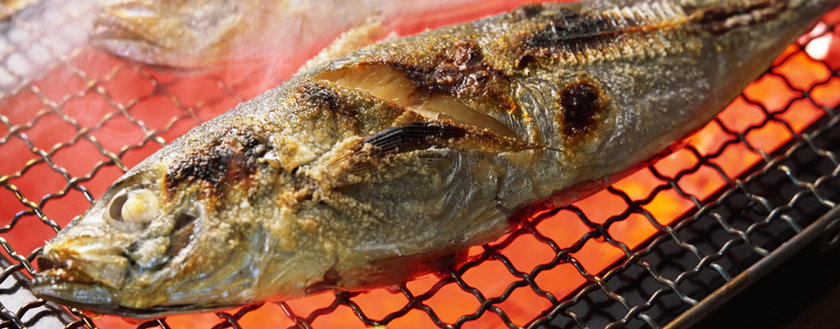 BALIK: Başta somon olmak üzere yağlı balıkların Omega-3 içerikleriyle ağrıları azalttıkları belirtiliyor. Haftada 2-3 kez yemek yeterli