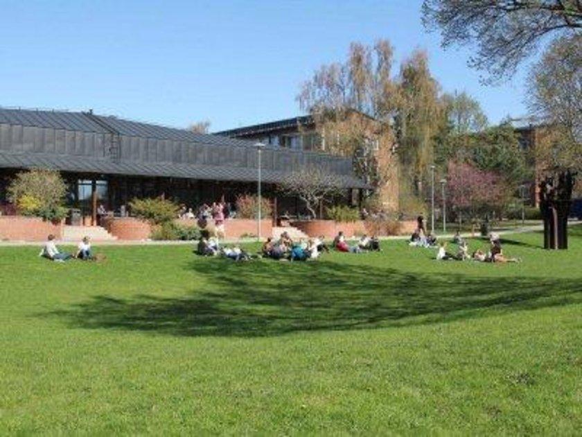 İsveç\n<br>\nKarolinska Enstitüsü\n<br>\nDünya sıralaması: 73