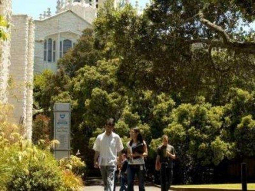 Yeni Zelanda\n<br>\nAuckland Üniversitesi\n<br>\nDünya sıralaması: 273