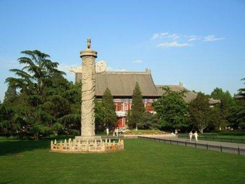 Çin\n<br>\nPekin Üniversitesi\n<br>\nDünya sıralamasıİ: 55 \n