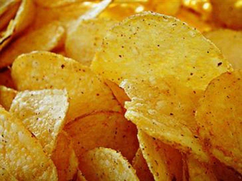 Avrupa Birliği Gıda Maddelerini Denetleme Dairesi (Efsa) patates cipslerde Akrilamid olarak adlandırılan kanser yapıcı zehirli maddelere rastlandığını açıkladı.