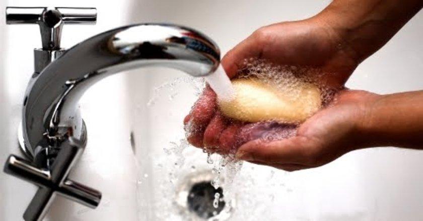 Antibakteriyal sabun ve losyonların içinde bir kanserojen olan triklorokarban bulunur.\n\n