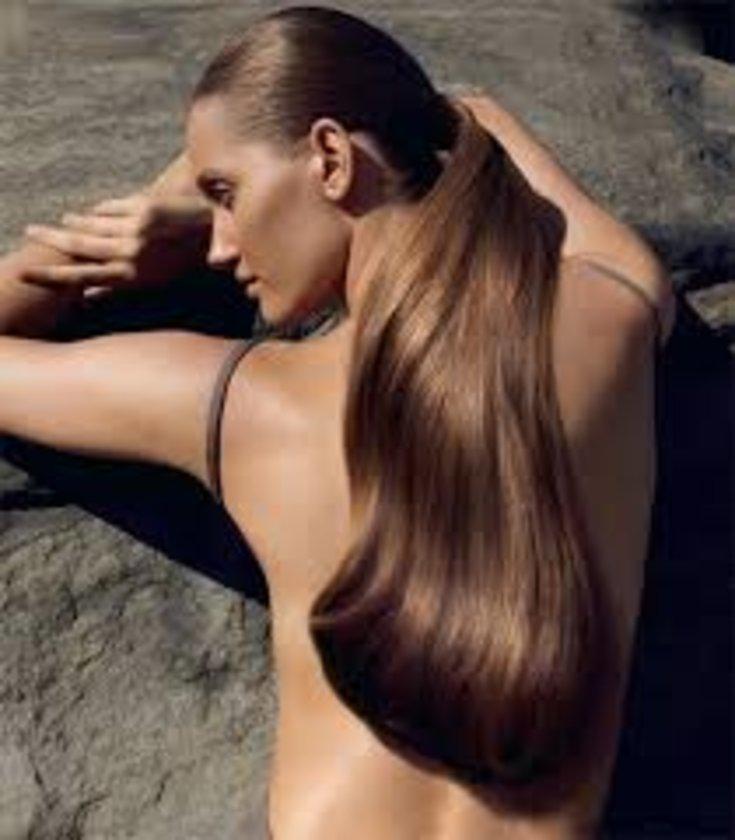 Saç tellerinin beslenmesinde büyük rol oynayan A vitamini ise özellikle hayvansal gıdalarda rastlıyoruz. Balık, balık yağı, peynir, süt, sakatat ve tereyağı (ölçülü şekilde tüketmek koşuluyla)