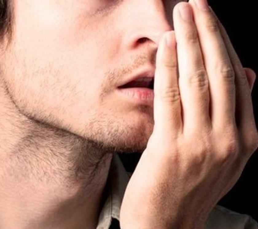Kötü ağız hijyenine sahip kimselerde bakteri sayısının arttığını ifade eden Tapan, \