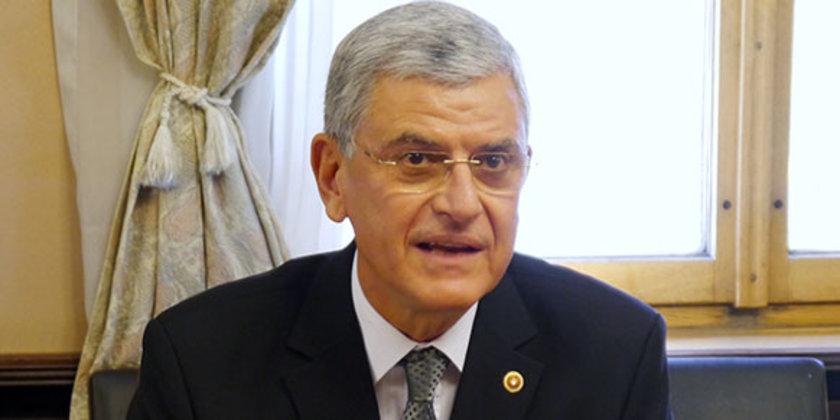 Ankara Üniversitesi Hukuk Fakültesi'nden mezun olmuştur. 1972 yılında girdiği Dışişleri Bakanlığı'nda çeşitli görevlerde bulunduktan sonra, 1987-1989 yılları arasında dönemin Başbakanı Turgut Özal'ın...