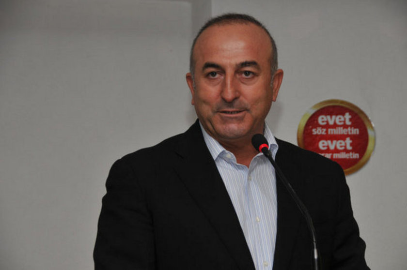 Çavuşoğlu, 1968'de Alanya'da doğdu. Ankara Üniversitesi Siyasal Bilgiler Fakültesi Uluslararası İlişkileri bitiren Çavuşoğlu, ABD Long Island Üniversitesinde ekonomi dalında master yaptı, öğretim görevlisi olarak çalıştı.