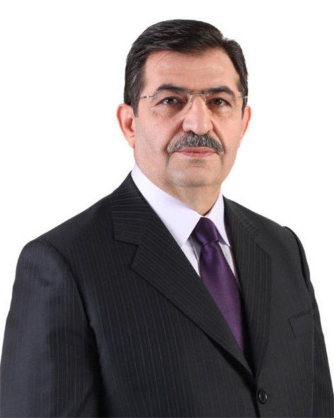 23. dönemde İstanbul Milletvekili seçilen Güllüce, 24. dönemde Bayındırlık, İmar, Ulaştırma ve Turizm Komisyonu Başkanı oldu. Orta düzeyde İngilizce ve Arapça bilen Güllüce, evli ve 5 çocuk babası.