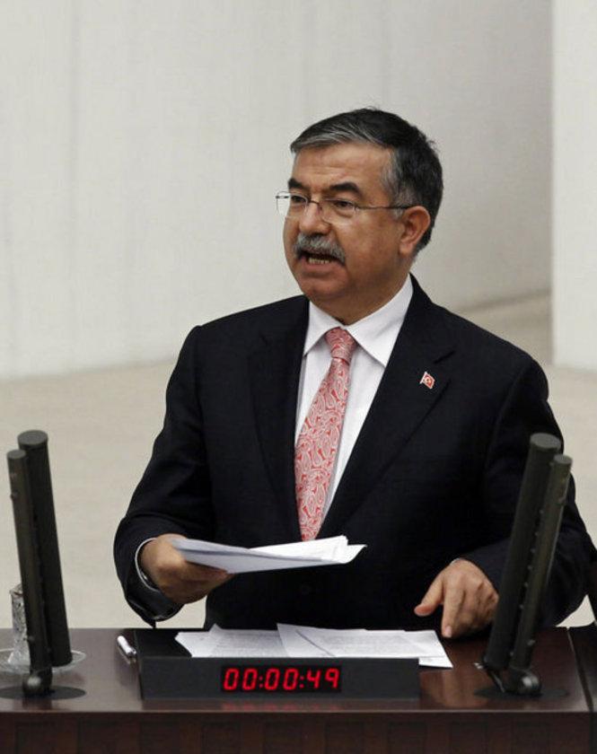 Milli Savunma Bakanı: İsmet Yılmaz