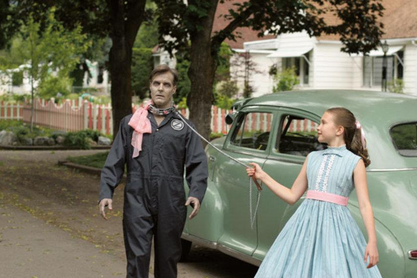 1960'larda daha ciddi ve felsefi eserlerle temsil bulmaya başlayan zombi filmleri, 1980'lerden bu yana 'komedi'yle yakın temas kurdu. Zombi komedisi de çokça başvurulan bir melez türe dönüştü. Daha çok kült ürünler verdi.