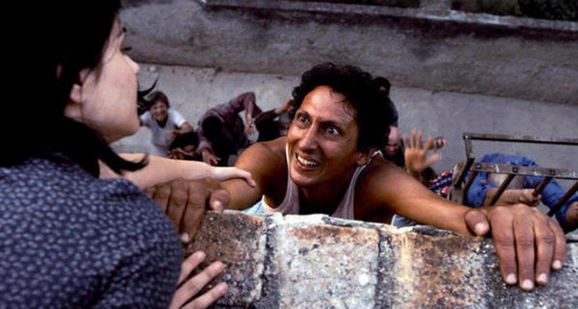 sapan, ok aldığı, Edgar Wright'la Pedro Almodóvar arasında bir yorum… Bireyleri Che Guevara ve Fidel Castro alegorisi gibi duran, farklı cinsel tercihleri olan bu ekibe adadaki macerasında destek verdikçe bu deli işi filme daha da kapılacaksınız!