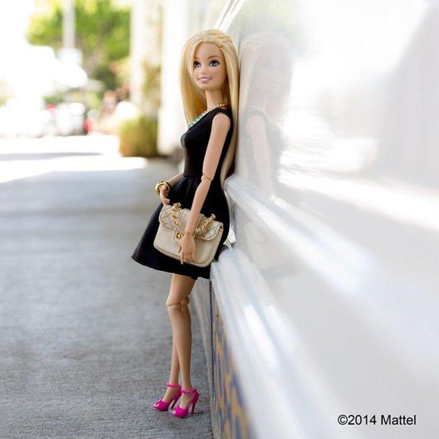 Barbie de Instagram'a katıldı