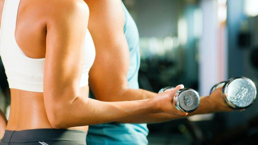 Doktor Goldberg, düzenli ağırlık çalışmanın sadece yaşlanmayla bağlantılı kas ve kemik kaybını engellemekle kalmadığını,