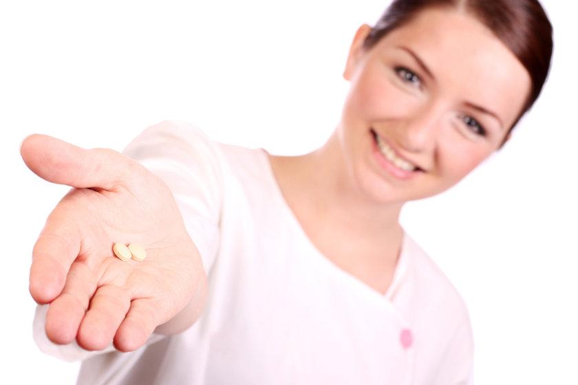 Böyle durumlarda doktorun sana statin diye bilinen, kolesterol düşüren bir ilaç verebilir.