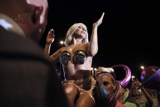Lady Gaga'nın her adımı olay!