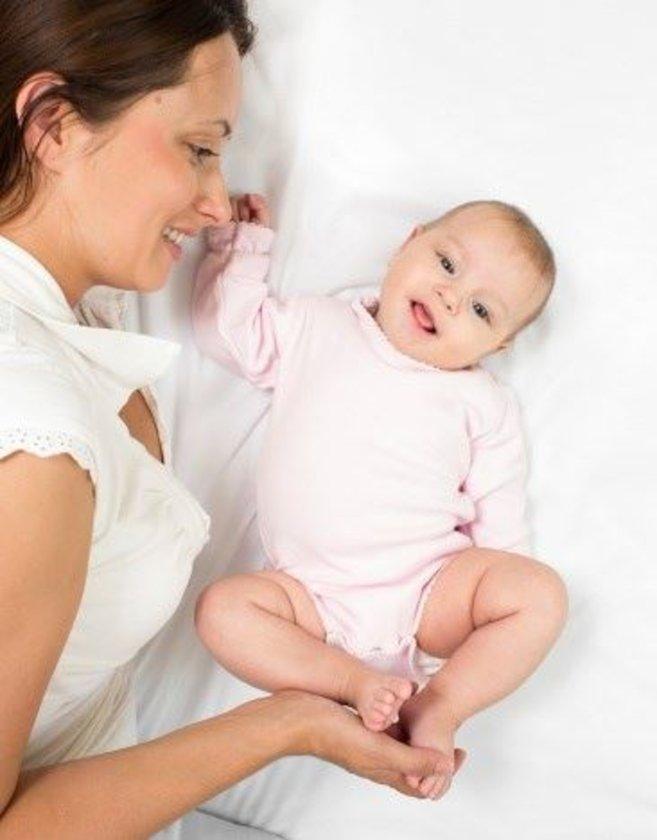 Bebeklerin karnı tokken, uykusunu almışken çok daha mutlu oldukları tartışmasız bir gerçektir. Siz de bebeğinizin ihtiyaçlarını bir düzen içinde karşılarsanız daha huzurlu olursunuz.