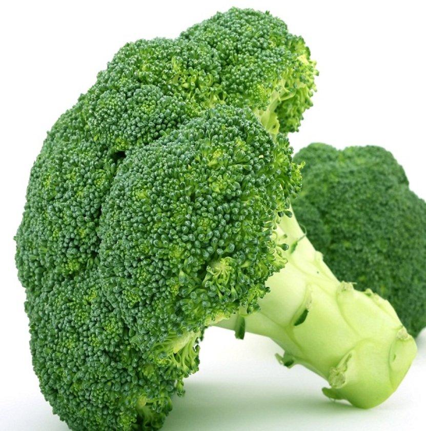 BROKOLİ:\n\nİçerdiği sulforan maddesi ile antioksidan aktivite gösterir ve bağışıklık sistemini uyarır. C vitamin ve E vitamini bir arada içerdiği için bağışıklığı kuvvetlendirir.
