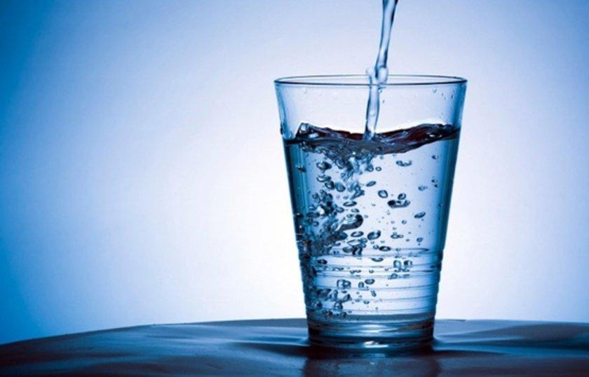 SU:\n\nHavaların soğumasıyla su tüketimi de azalabilmekte ama vücudumuzun yaz kış suya ihtiyacı vardır. Özellikle gripten korunmak için günde 2,5 lt su için ve içerisine limon ve zencefil ekleyin.