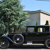Klasik otomobiller sokaklarda