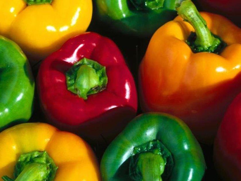 9. Renkli Biberler:\nKırmızı, yeşil, sarı biberler içeriğindeki yüksek A vitamini seviyesi ile birlikte bebeğin görme duyusu üzerinde olumlu etkilere sahip.