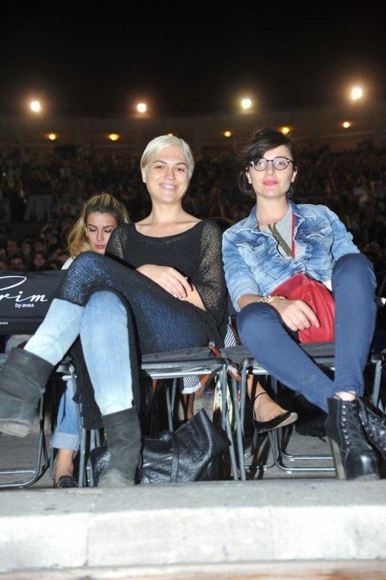 Gonca Vuslateri ve İpek Erdem konser öncesi kitap sohbetine daldı.