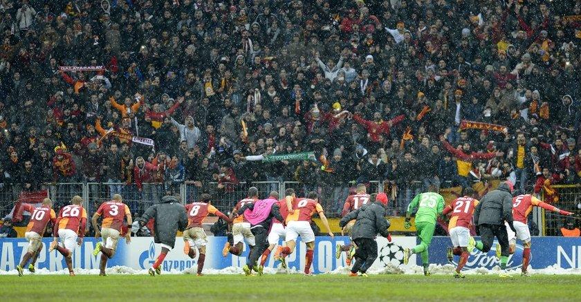 Terim'in ardından göreve gelen Roberto Mancini ile kritik Juventus maçını kazanan sarı kırmızılılar, Şampiyonlar Ligi'nde gruptan çıkınca eleştiriler azalmaya başladı.