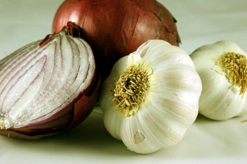 9. Soğan-Sarımsak doğal ilaçlar:\nAraştırmalar soğan ve sarımsağın doğal antibiyotikler olduğunu ortaya koyuyor.