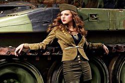 Bu sonbahar 'kızları da alın askere!'