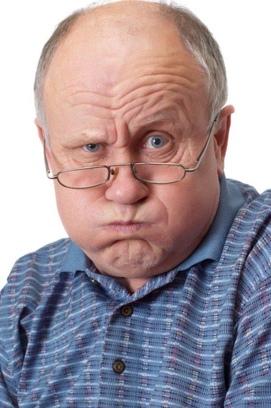 5-Erkek tipi kellik: Çoğu erkek tipi kellik olmak üzere, 60 yaşla beraber yaklaşık 3 erkekten 2'si saç dökülmesi yaşar. Bu tip saç dökülmesi, genler ve erkek seks hormonları karışımına bağlı gerçekleşir.