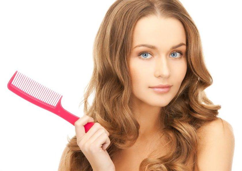 7-Dişi hormonları: Hamilelik gibi, hormonlar da saç dökülmesine neden olabilir, hormonal denegedeki değişiklik ve menopoz da aynı etkiyi yaratabilir.