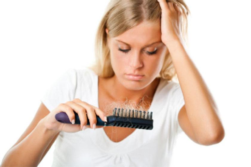 1-Fiziksel stres: Her türlü fiziksel travma, ameliyat, zor bir hastalık, hatta grip bile geçici saç dökülmesine neden olabilir. Dökülme, genellikle travmanın 3 - 6 ay sonrasında farkedilir hale gelir.