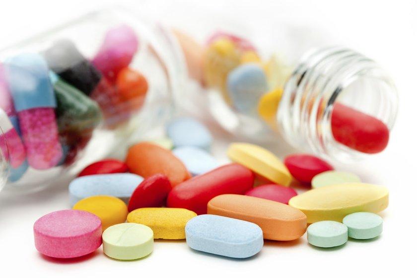 17-Antidepresanlar, kan sulandırıcılar vb.: Bazı ilaç sınıfları, saç dökülmesini ilerletebilir. Bunlar arasında en yaygın olanlar, bazı kan sulandırıcı ve beta-bloker olarak bilinen tansiyon ilaçlarıdır.