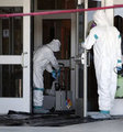 Belton Teksas'ta Ebola alarmı sebebiyle tatil edilen okul, yetkili sağlık ekiplerince dezenfekte ediliyor.