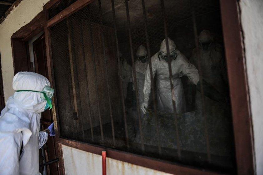 Liberya'nın başkenti Monrovia'da Ebola salgını vakasıyla hayatını kaybeden 36 yaşındaki Hanfen John, Kızılhaç çalışanları tarafından evinde ölü bulundu. Hanfen John'un cesedi yakılmak üzere Kızılhaç görevlileri tarafından evinden çıkarıldı.\n