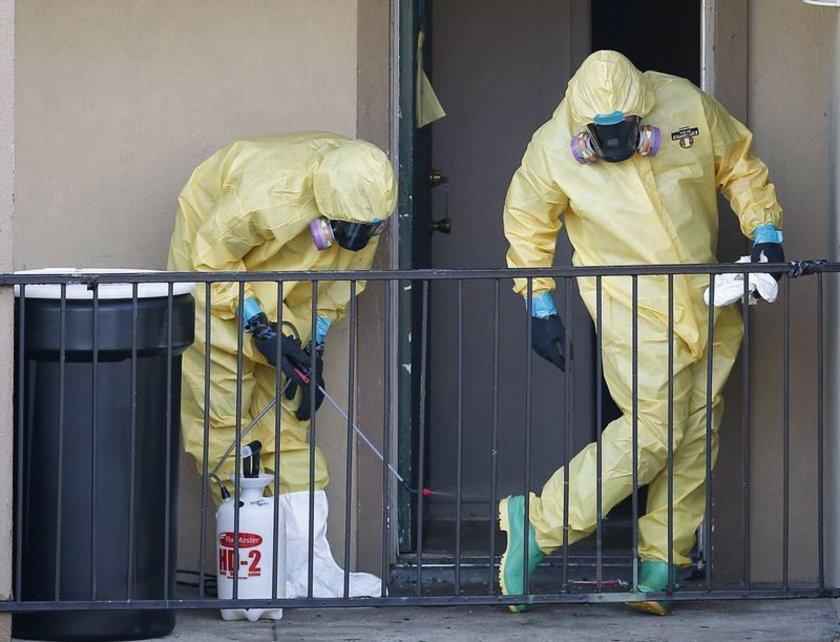 ABD'de Ebola sebebiyle hayatını kaybeden Thomas Eric Duncan'ın evini temizleyen ekip...