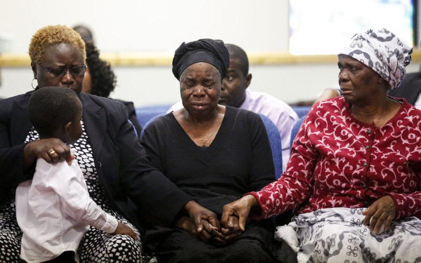 Ebola virüsü sebebiyle hayatını kaybeden bir hastanın cenaze töreni...