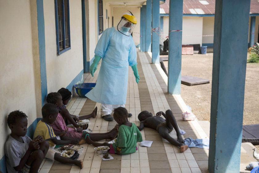 Ebola tedavi merkezindeki çocuklar...