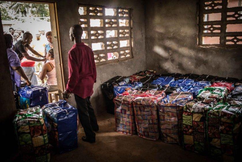 Birleşmiş Milletler Çocuklara Yardım Fonu (UNICEF),Liberya'da Ebola salgınını önlemek amacıyla başkent Monrovia'da bulunan SKD köyü'nde 395 aileye sabun, su arıtma cihazı ve bilgilendirme broşüründen oluşan Hijyen paketleri dağıttı.\n