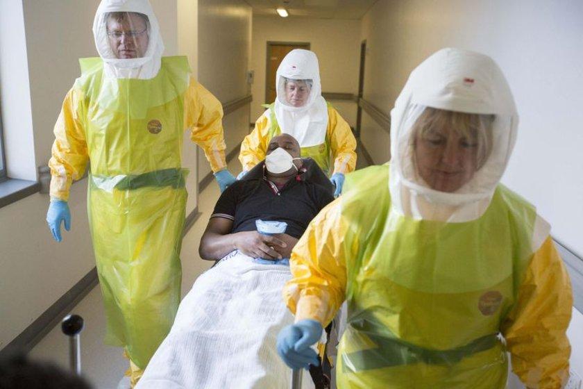 İngiltere'de Ebola virüsüne karşı hastanelerde eğitimler düzenleniyor.