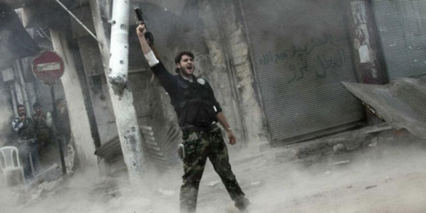 Örgüt, Deyr Ez-Zor'da 100 IŞİD militanını boğazlarını keserek öldürdü.