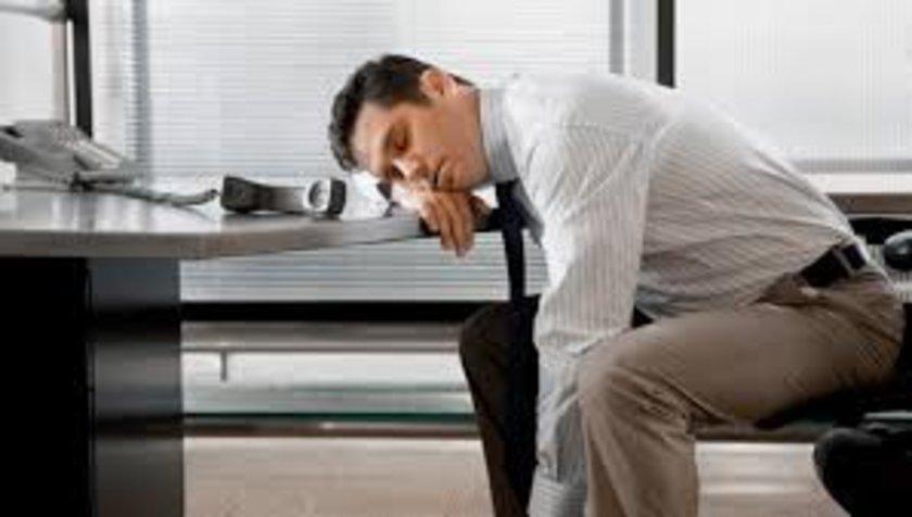 Felç ve hipnogogik halüsinasyonlar hastalığın en çok korkutan iki semptomudur. \n