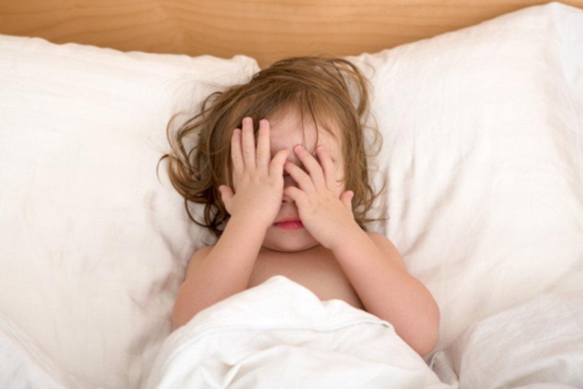 Gece terörü sırasında aynı zamanda uyurgezerlik de yaşayan hastalarda bu durum çok daha korkutucu bir hal alabilir.