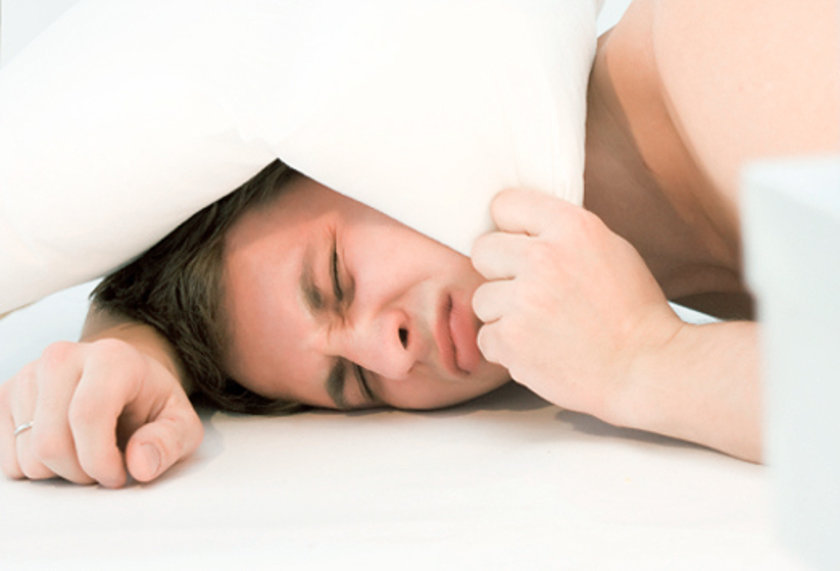 1. Engelleyici Uyku Apnesi:Engelleyici uyku apnesi dünyada en yaygın olan uyku bozukluklarından biridir. Kilolu, orta yaşlı insanlarda ortaya çıkma ihtimali diğer insanlara göre daha yüksektir. \n