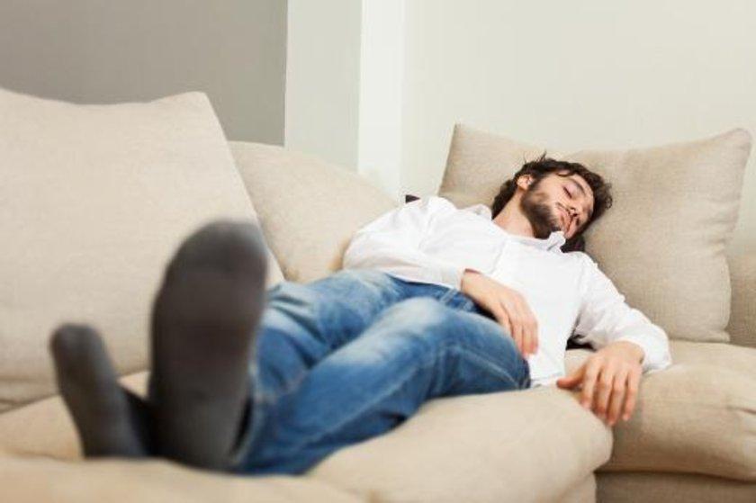 Koltukta, kanepede şekerleme yapmayın.