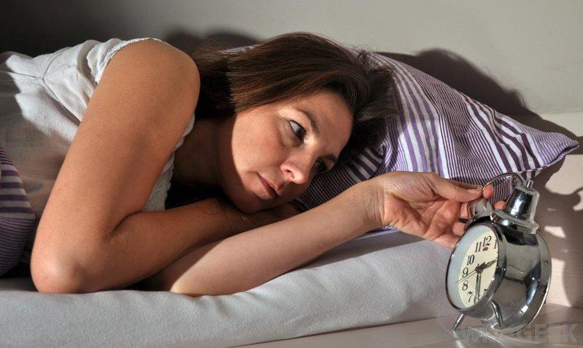 Alarm saatini uzağa koyun, kurduğunuzdan emin olun, sürekli kontrol etme ihtiyacı duymayın.