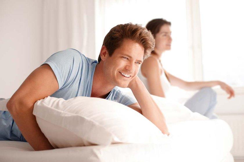 Yatak odanızın havalandırılmış, geniş, ferah olmasına, yatağınızın ve yastığınızın da size uygun genişlik ve sertlikte olmasına özen gösterin.