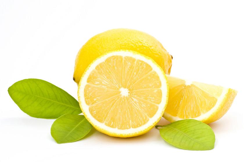 Salataların vazgeçilmesi limonun tadı portakal, mandalina ve greyfurta göre çok daha ekşidir. İçerisinde C vitaminin yanı sıra A ve B vitaminleri de bulunuyor.