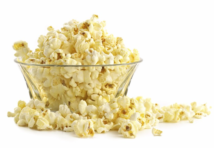 Film izleme keyfini ikiye katlayan bir etkinlik olan mısır yemek, dişlerinize zarar verebilir.
